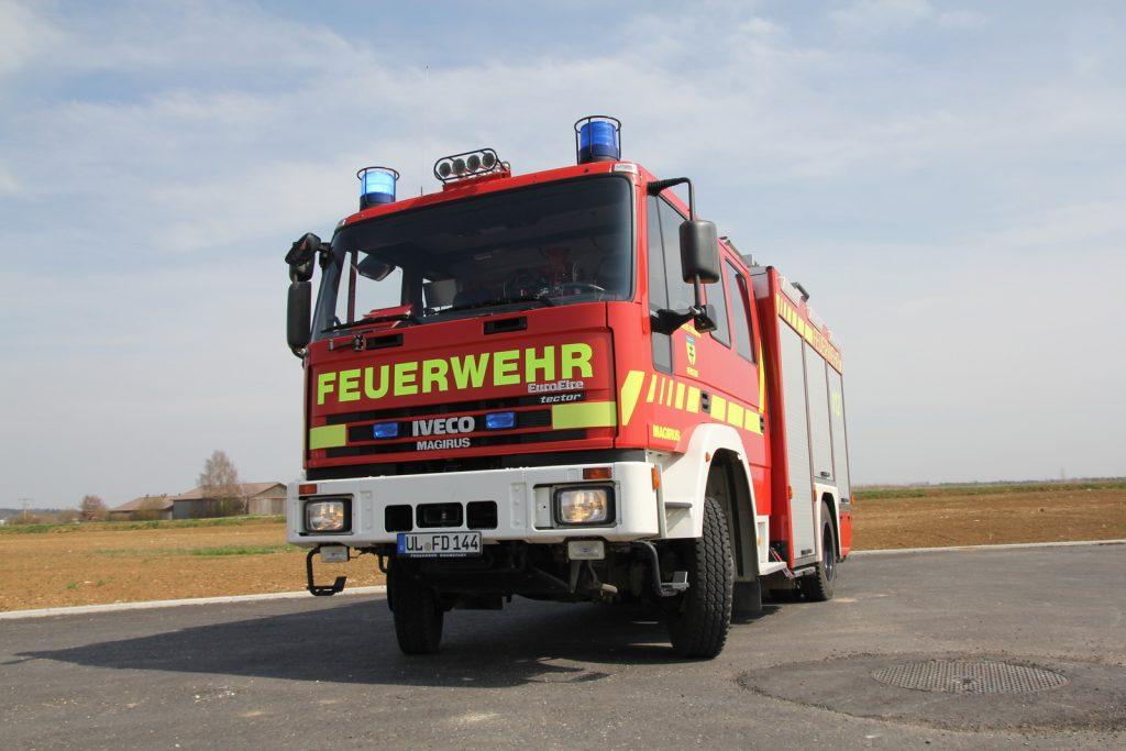 Das Fahrzeug führt eine umfangreiche Beladung zur Brandbekämpfung und Technischen Hilfe mit.