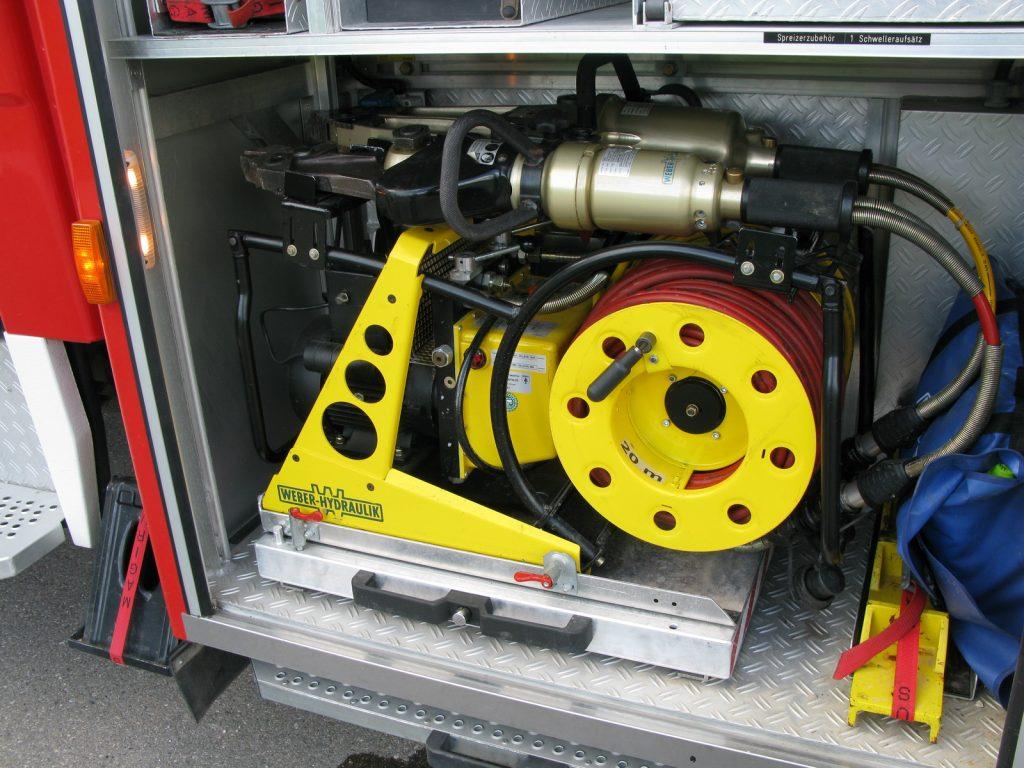 Für die technische Rettung wird ein Rettungssatz der Firma Weber mitgeführt.